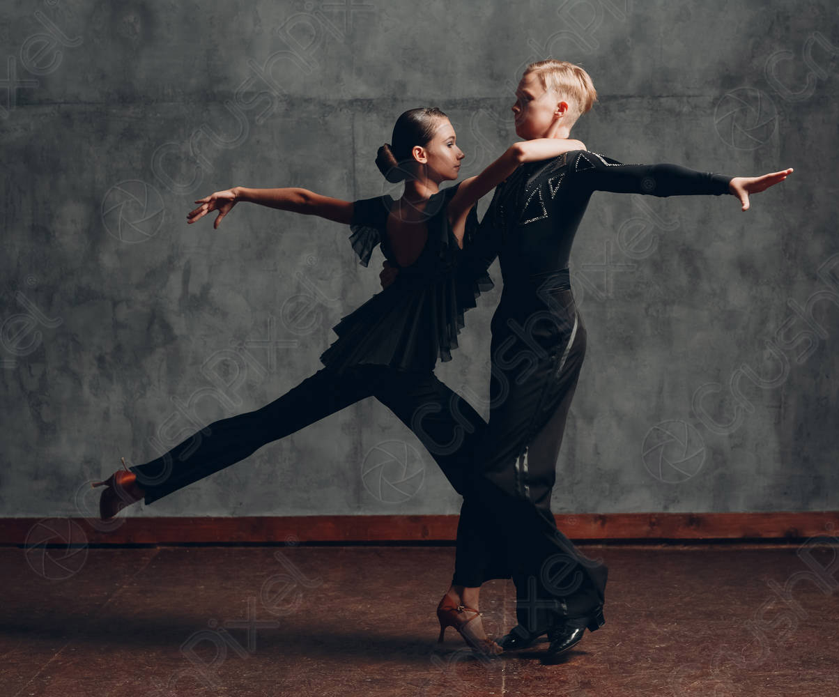 dance oclock Latin couple