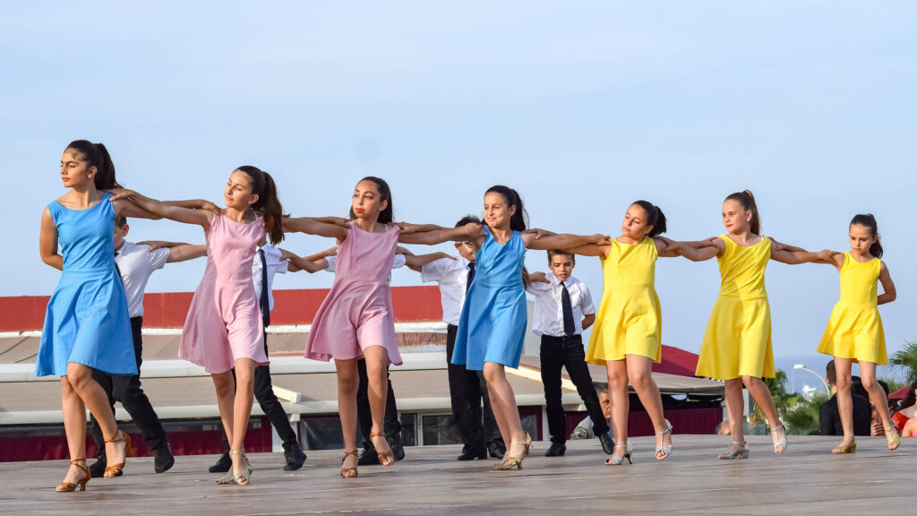 dance oclock Traditional Greek dance 3