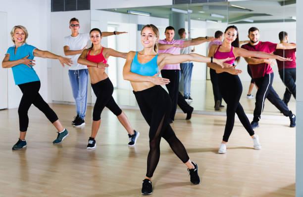 Dance oclock Group dance lesson